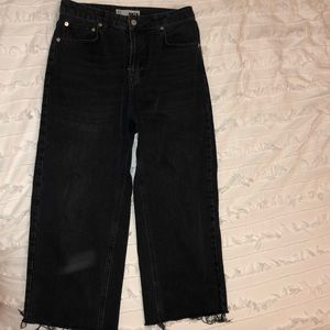 BLACK HIGHWASTED BOYFRIEND DENIM CAPRI